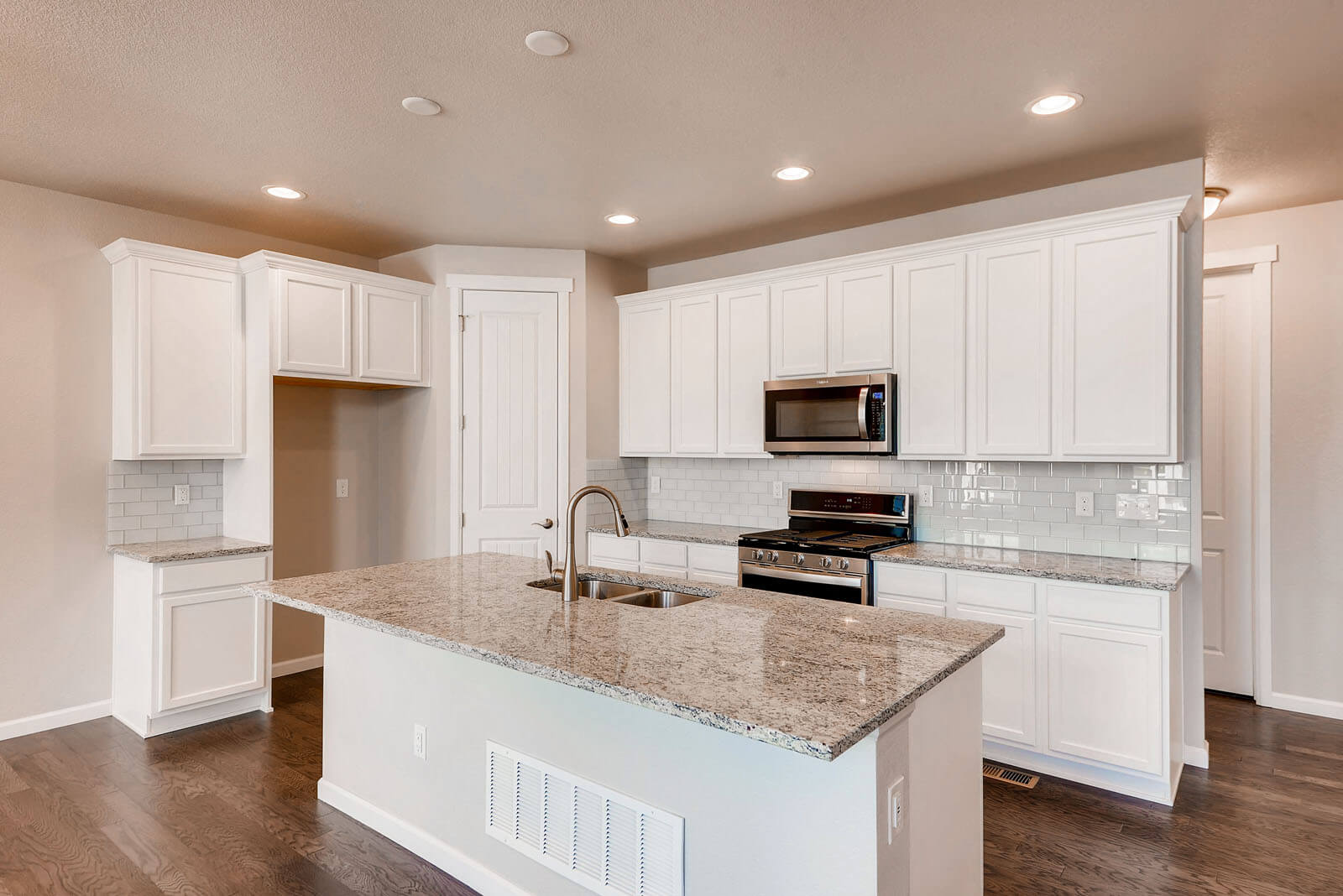 New Denver Single Family Home Quick Possession Ponderosa in Lincoln Creek, located at 11890 Barrentine Loop, Parker Built By Cardel Homes Denver
