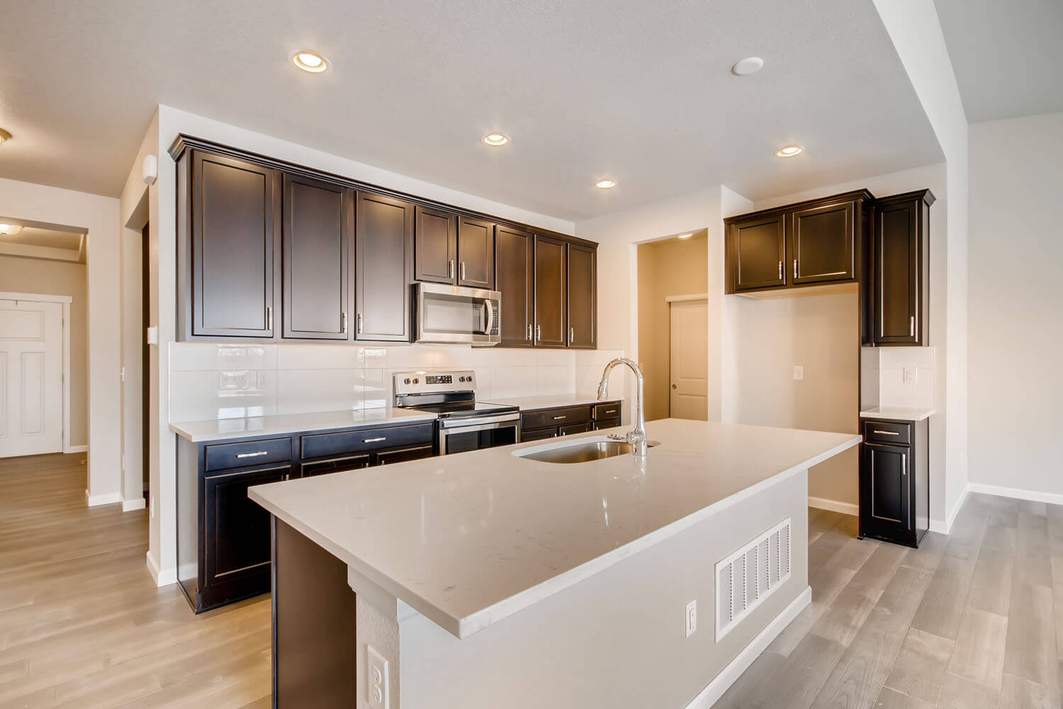 New Denver Single Family Home Quick Possession <b></b>Willow in Lincoln Creek, located at 11885 Barrentine Loop, Parker Built By Cardel Homes Denver
